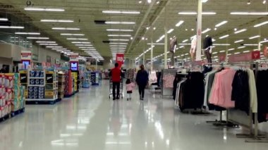 People with shopping cart Walking shopping inside superstore. — Stock Video