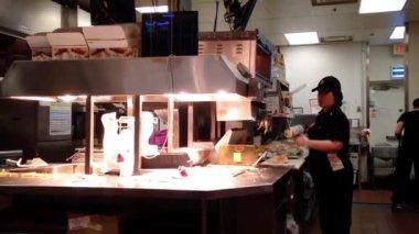 Worker preparing food for customer inside KFC store in Coquitlam BC Canada. — Stock Video