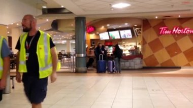 People buying coffee at Tim hortons inside YVR airport — Stock Video