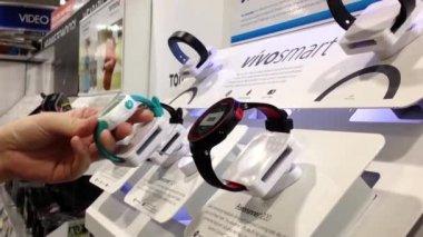 Customer trying new smart watch inside Best Buy store — Stock Video