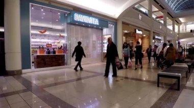 Eine Seite der Shopping-Mall in Burnaby bc Kanada. — Stockvideo