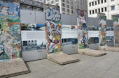Pieces of the Berlin Wall — Stock Photo