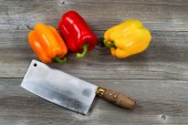 Bell Peppers and Knife on Age Wood  — ストック写真