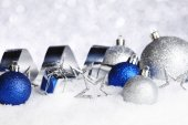 Christmas decorations on snow — Stock Photo