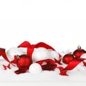 Juldekorationer i snö — Stockfoto
