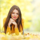 Cute woman laying in autumn park — Stock Photo