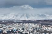Petropavlovsk-Kamchatsky City and active Koryak Volcano. Russia, Kamchatka — Stock Photo