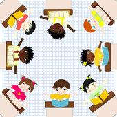 テーブルと研究で座っているさまざまな人種の子供たち上 — ストック写真