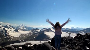 Winning success woman happy with his arms raised above his head in celebration of reaching the top of a mountain during a camping trip, the concept of freedom — Stock Video