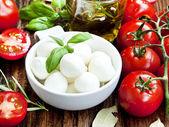 Fresh Mozzarella, Basil, and Cherry Tomatoes — Stock Photo