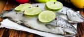 Raw Trout Seasoned with Lime Slices and Peppercorns — Stock Photo