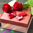 Valentine' s Day Romantic Present and Roses — Stock Photo #62365513