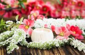Scent Candle with Spring Flowers — Stock Photo