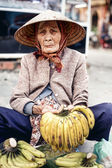 Vietnamese street vendor in Hue — Stock Photo