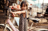 Portrait of an unidentified Khmer girl on Tonle Sap Lake in Kampong Phluk — Stock Photo