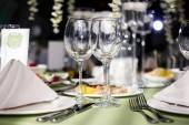 Empty glasses in restaurant — Stockfoto