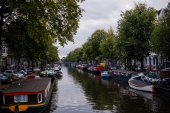 Romantic canal, boat in Amsterdam — Stock Photo