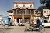 Mężczyzna jazdy cyklu Riksza w Jaipur — Zdjęcie stockowe