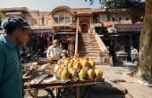 Gens sur le marché de la rue à Jaipur — Photo
