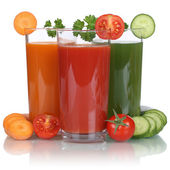 Healthy vegan eating vegetable juice from carrots, tomatoes and  — Stock Photo