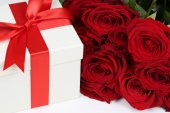 Gift box with roses for birthday gifts, Valentine's or mother's  — Fotografia Stock