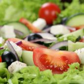 Greek salad with tomatoes, cheese and olives close up — Stock Photo