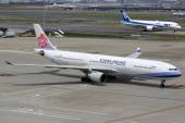 China Airlines Airbus A330-300 airplane — Stock Photo