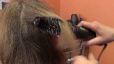 Customer girl head closeup and hairdresser make hair dress — Stock Video