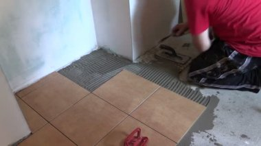 Construction worker tiler place floor tiles. Right side sliding — Stock Video