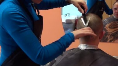 Professional hairdresser cut client man hair with scissors — Stock Video