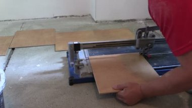Worker handyman cut tiles at work place with special tool — Stockvideo