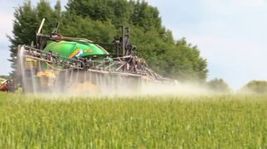 Agricultural machine tractor spray field plants with chemical — Stockvideo