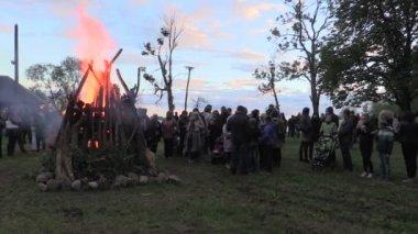 People warm near big fireplace celebrate national John holiday — Stock Video