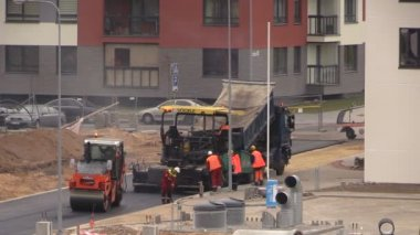 New road construction pavers workers and special equipment — Stock Video