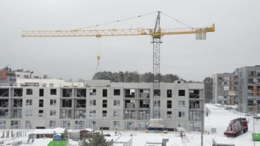 Crane lift house part and builders work in winter — Stock Video