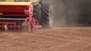 Tractor spread fertilizer and sow seeds on agriculture field — Stock Video