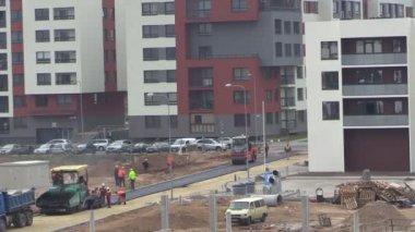 Budowa strony pracowników i sprzętu nawierzchni asfaltowej — Wideo stockowe