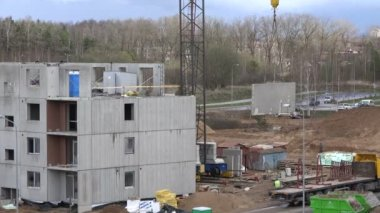 Dźwig winda betonowych dom część. 4k — Wideo stockowe