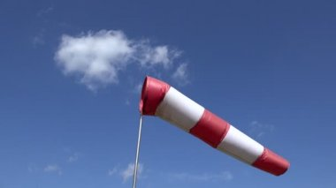 Moving air sleeve windsock show direction of wind blowing. 4K — Stock Video