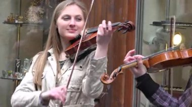 Young teenagers group band play violin in street music day. 4K — Stok video