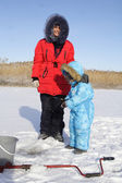 Winter fishing with mom — Stockfoto
