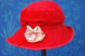 Red women s hat. — Stock Photo