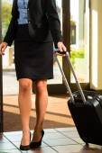 Businesswoman arriving at Hotel — Stock Photo