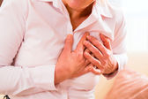Senior woman having heart attack — Fotografia Stock