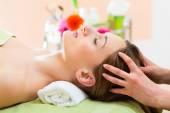 Woman getting head massage — Stock Photo