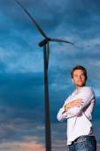 Man in front of windmill and sky — Stock Photo