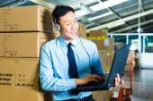 Customer Service in a warehouse — Stock Photo