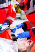 Ambulance doctor giving oxygen to female victim — Stock Photo