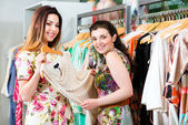 Young women shopping fashion in department store — Stock Photo