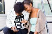 Coppie africane in città — Foto Stock